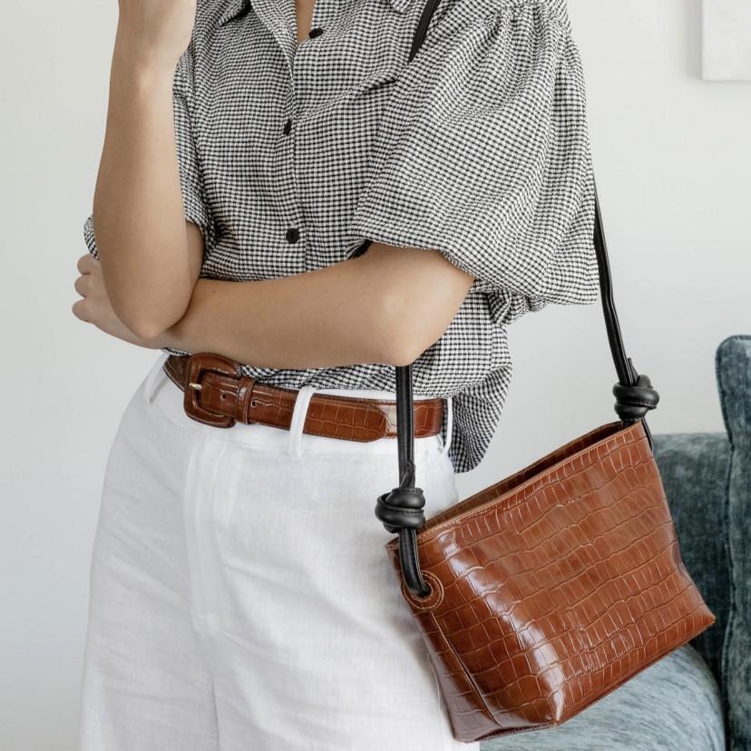 Cintura da donna con fibbia foderata...